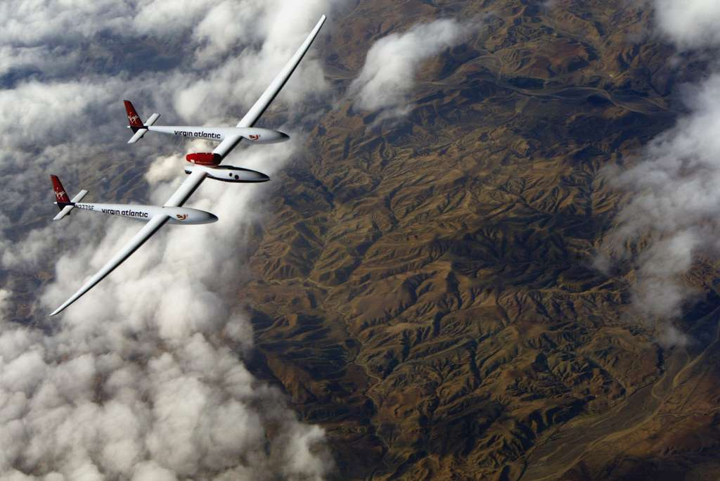 Le GlobalFlyer survolant l'Atlas marocain
