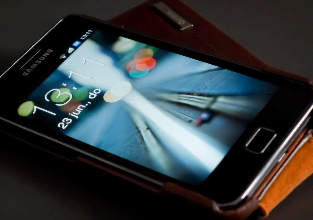 Le Samsung Galaxy S2, sorti en 2011, a été vendu à plus de 30 millions d'exemplaires par Samsung. Il est considéré comme le plus populaire des appareils Android. © Jules Holleboom CC