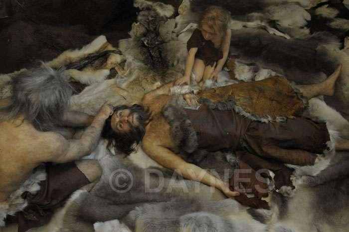 Enterrement de l'homme de la Chapelle-aux-Saints (Corrèze). Les Néandertaliens effectuaient des rites funéraires. © Atelier E. Daynes, DR