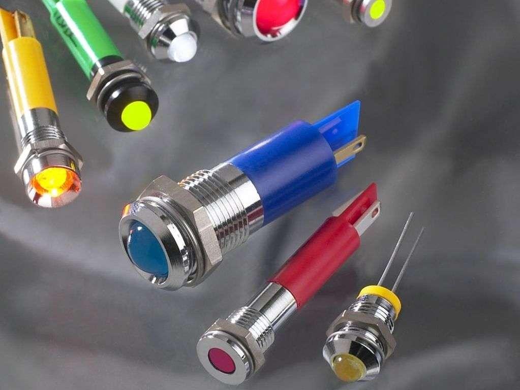 Il existe des voyants Led de différentes tailles et couleurs, notamment pour la mise au point d'interfaces Homme-machine. © Nowakowska, Wikimedia Commons, cc by sa 3.0