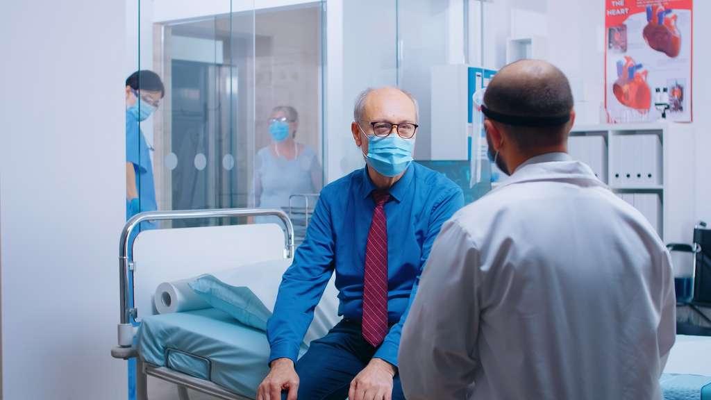 La communauté scientifique cherche à comprendre pourquoi les hommes et les femmes ne semblent pas égaux face à la maladie Covid-19. © DC Studio, Adobe Stock