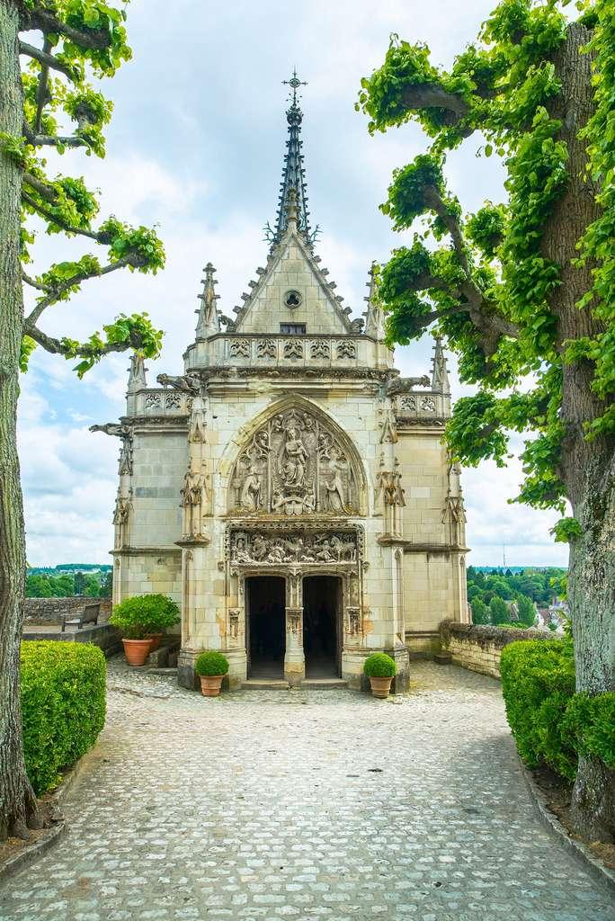 La tombe de Léonard de Vinci se trouve dans la chapelle Saint-Hubert du château d'Amboise. © StevanZZ, Shutterstock