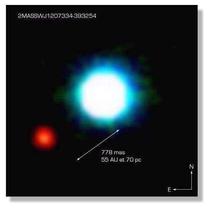 Image composite réalisée en septembre 2004 par l'équipe de Gael Chavin avec le VLT de l'ESO montrant l'une des étoiles de l'association stellaire TW Hydrae située à 230 a.l. autour de laquelle gravite une étoile naine brune baptisée 2M1207 (exactement 2MASSWJ1207334-393254). Il s'agit en fait d'une 'planète chaude' (GPCC) 25 fois plus massive que Jupiter (ou 42 fois moins massive que le Soleil) âgée de 8 millions d'années. La séparation angulaire est de 0.8' ou 8.25 milliards de km, soit environ deux fois la distance entre le Soleil et Neptune. © Document ESO/VLT
