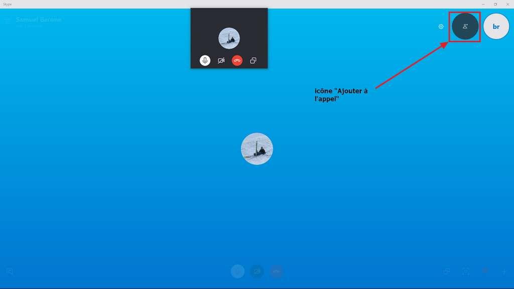 L'icône pour ajouter un participant en plein appel est en haut à droite. © Microsoft
