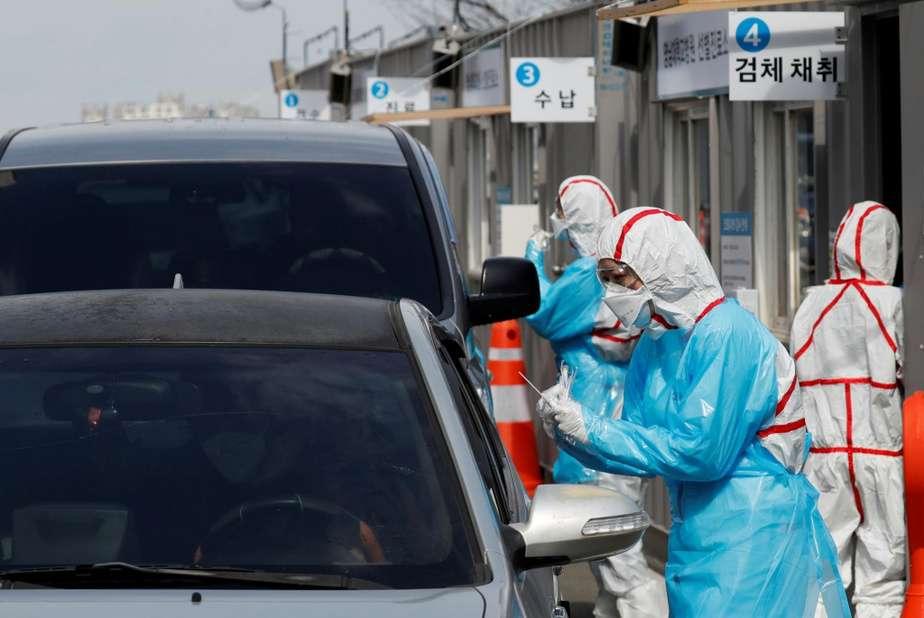 Un des drives mis en place par la Corée du Sud pour faciliter le dépistage de la population. © Kim Kyung-Hoon, Reuters