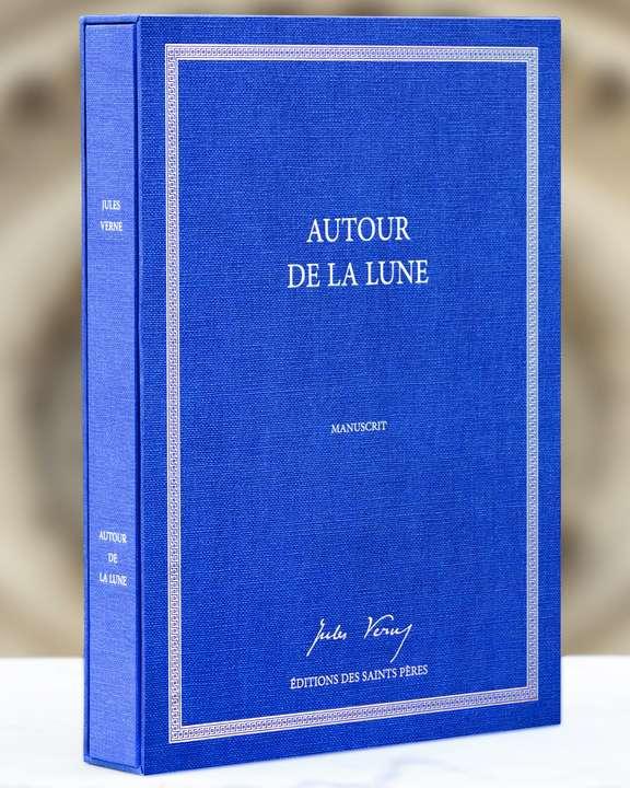 Reproduction du manuscrit original du roman Autour de la Lune de Jules Verne (Éditions des Saints Pères, juin 2019). © Éditions des Saints Pères