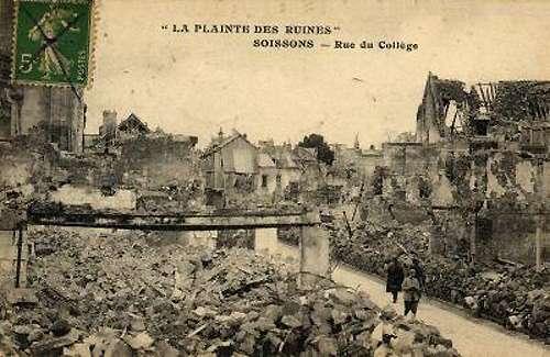 La ville de Soissons, en ruines au cours de la première guerre mondiale. © DP