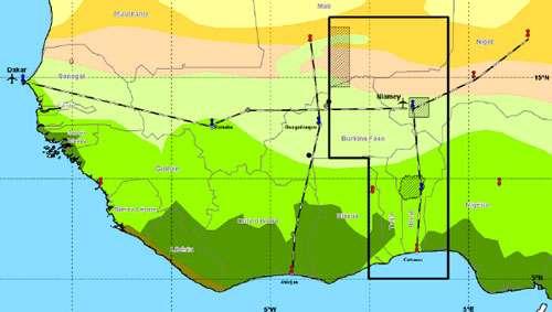 Cette carte montre la région où les observations d'AMMA auront lieu. Les sites des radiosondages sont indiqués en bleu et rouge. Les lignes noires et blanches représentent les transects, le long desquels le climat et la végétation changent progressivement et où des mesures seront également réalisées. Les trois zones hachurées sont les sites méso-échelle où des bilans en eau précis seront réalisés. Les points noirs sont des sites d'observation intensive.