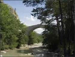Le pont de la Reine Jeanne. © DR
