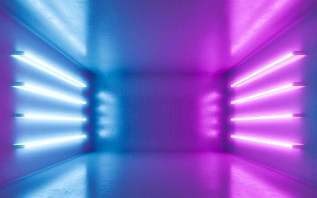 Lorsqu'ils sont excités, certains gaz émettent de la lumière ultraviolette, comme dans les tubes fluorescents. © pom669, Adobe Stock