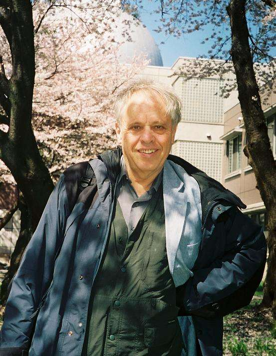 Joseph Silk est l'un des pionniers de la cosmologie moderne. Ses travaux de recherche couvrent de vastes domaines de la cosmologie, de l'origine des fluctuations de densité qui ont donné naissance aux grandes structures de l'Univers jusqu'à la formation et l'évolution des galaxies en passant par la nature de la matière noire. © University of Oxford