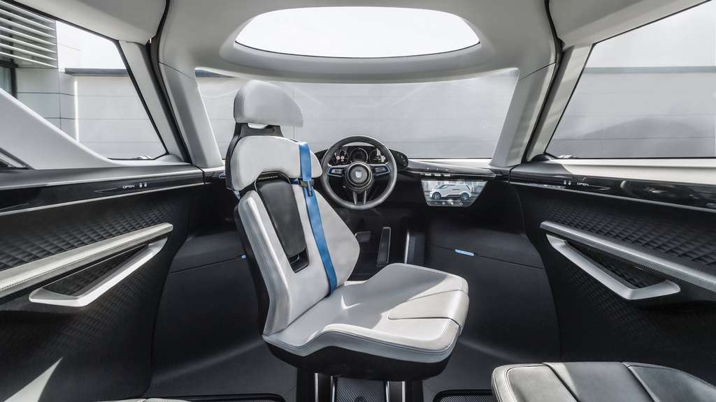 Le siège conducteur peut pivoter à 180° lorsque la conduite autonome est engagée. © Porsche