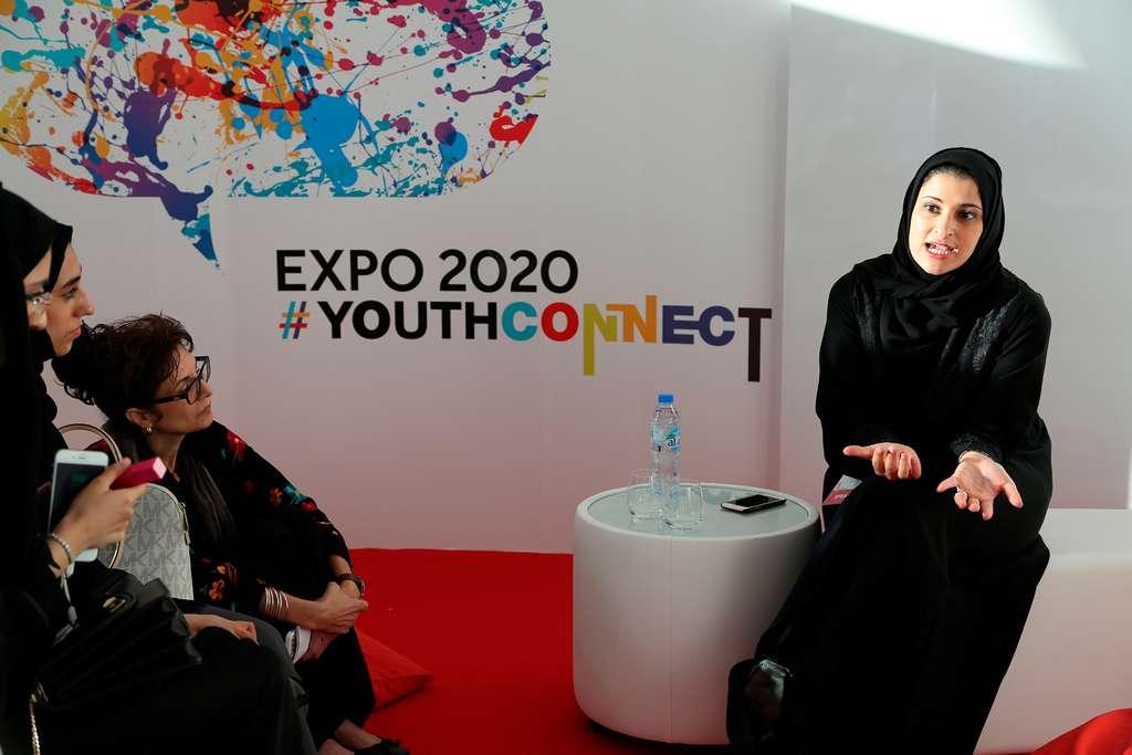 S.E Sarah Al Amiri s'exprimant lors d'une table organisée par l'équipe Youth Connect de l'Expo 2020 de Dubaï. © Droits réservés