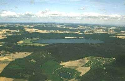 Le Laacher See est un volcan qui se situe dans la région allemande de l'Eifel. © DR
