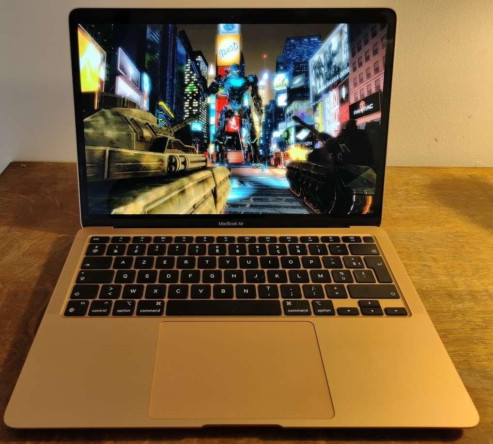 L'affichage des jeux est fluide et le MacBook Air peut faire tourner les jeux récents sans broncher. © Futura