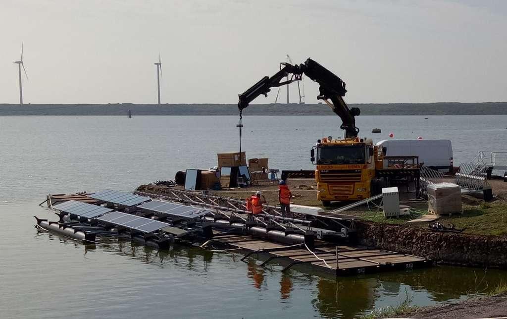 Les îlots de 150 mètres de diamètre sont assemblés à terre et mis à l'eau une fois terminés. © Floating Solar