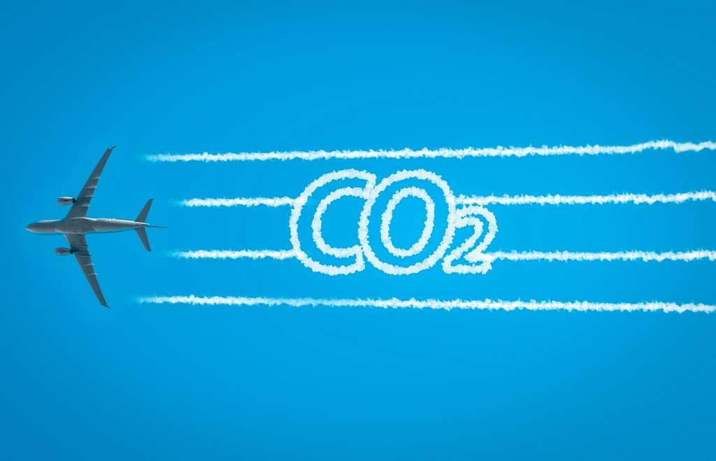 Le premier objectif à court terme du secteur aéronautique est de réduire son empreinte carbone en limitant au maximum le rejet de CO2 dans l'atmosphère. © tanaonte, Adobe Stock