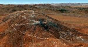 Cerro Armazones, un sommet du désert de l'Atacama, où sera vraisemblablement construit l'E-ELT, qui fonctionnera dans le visible et l'infrarouge. D'autres sites au Chili, en Espagne et au Maroc ont également été passés en revue. © ESO/ Google Earth