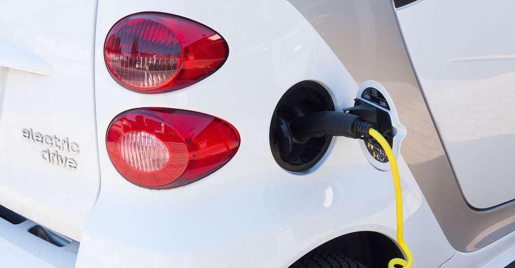 Les voitures électriques compteront sur la légèreté des matériaux composites pour compenser l'excès de masse des batteries embarquées. © Stux, Pixabay License