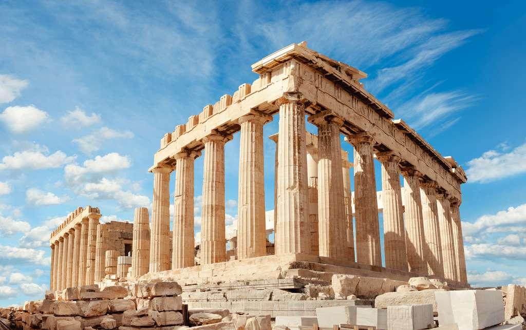 Au cœur de l'acropole d'Athènes, le Parthénon, œuvre de l'architecte Ictinus, a été érigé entre 447 et 432 avant J.-C. © tilialucida, Adobe Stock