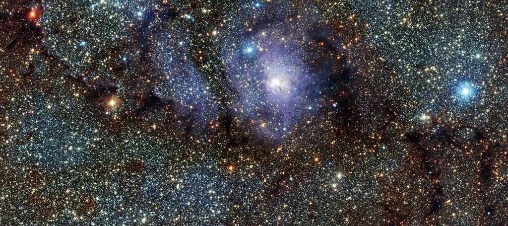 La nébuleuse de la Lagune, une pouponnière stellaire qui révèle en infrarouge les différentes étapes de la naissance des étoiles. © Eso