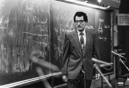 Edward Witten, jeune, à l'Institut d'Abdus Salam à Trieste en Italie. Crédit : ICTP