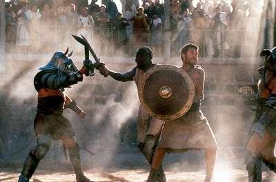 Les gladiateurs n'utilisaient qu'un seul type d'arme au cours de leurs duels, et les condamnés à mort étaient abattus en coulisse, par un bourreau Crédits : Dreamworks Pictures