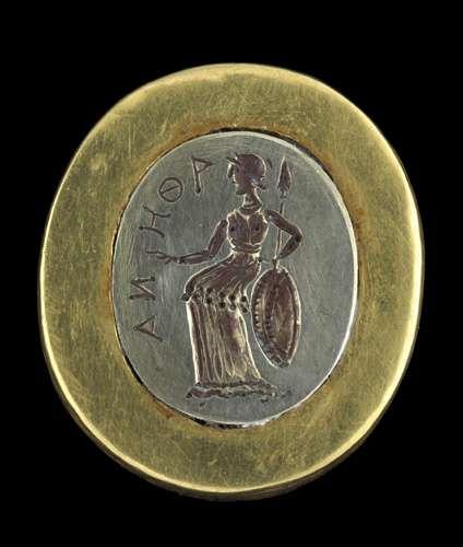 Bague ornée d'une représentation d'Athéna, à Tillia tepe