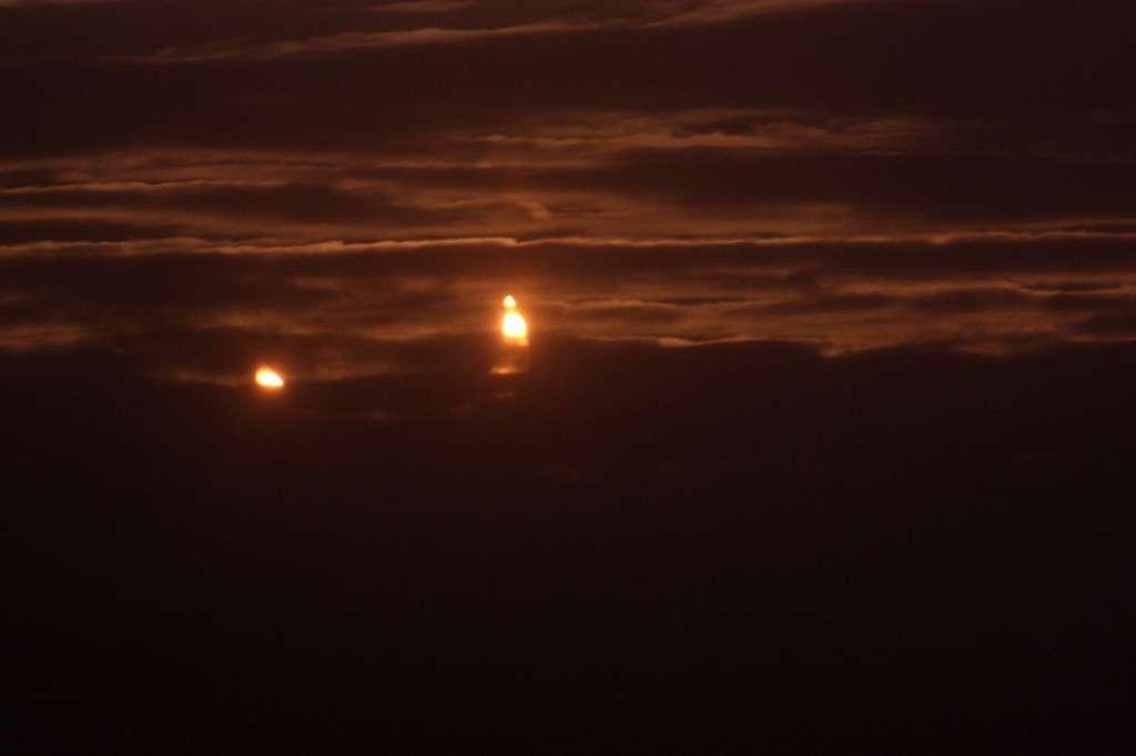 Un fantastique lever de Soleil éclipsé