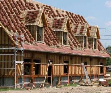Maison neuve à colombages et remplissage en torchis © constructions-normandes.com