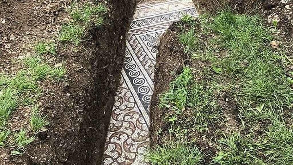 Une mosaïque datant de l'époque romaine impériale a été découverte dans un état exceptionnel à Negrar di Valpolicella, en Italie. © Società Archeologica