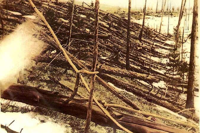 Survenue au début du siècle dernier, en 1908, l'explosion d'une météorite au-dessus de la Toungouska, en Sibérie, a couché, brisé ou arraché la totalité des arbres dans un rayon de 60 kilomètres. Plus récemment, sans prévenir, une météorite a explosé au-dessus de la ville russe de Tcheliabinsk en causant des dégâts matériels significatifs. © Leonid Kulik, DP