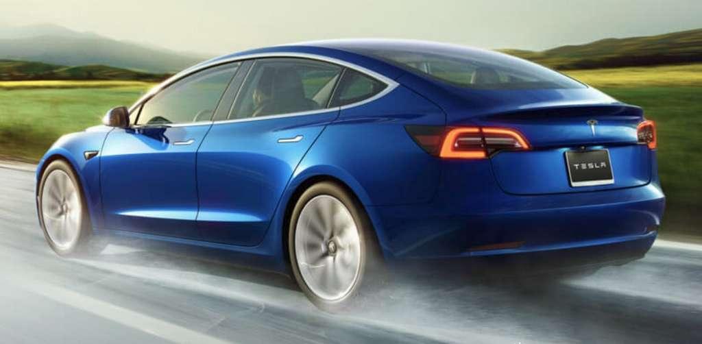 La mise à jour Tesla Summon sera disponible pour tous les modèles de la marque de moins de deux ans dotés de l'équipement Autopilot V2+ a indiqué Elon Musk. © Tesla