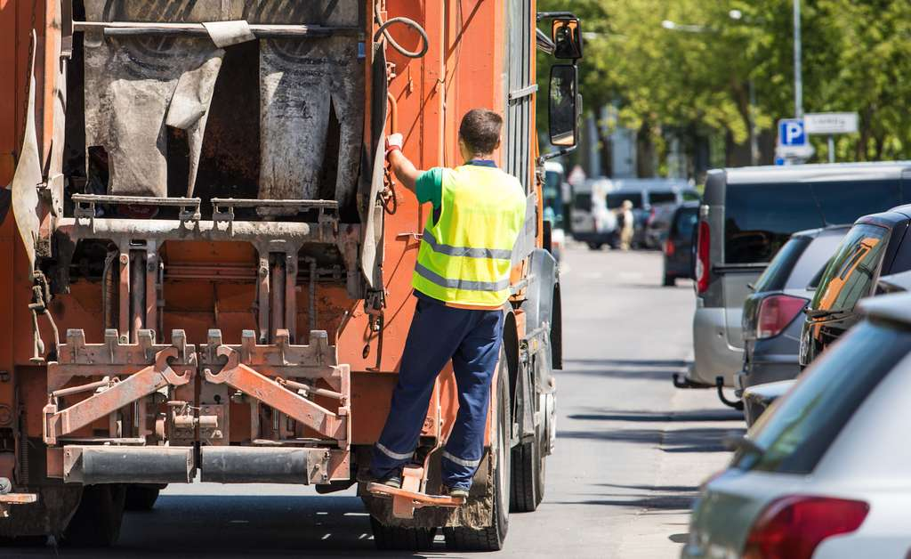 Ce n'est qu'à partir de 1975 qu'une loi impose aux communes d'organiser la collecte et l'élimination des déchets ménagers. © Aldas, Fotolia
