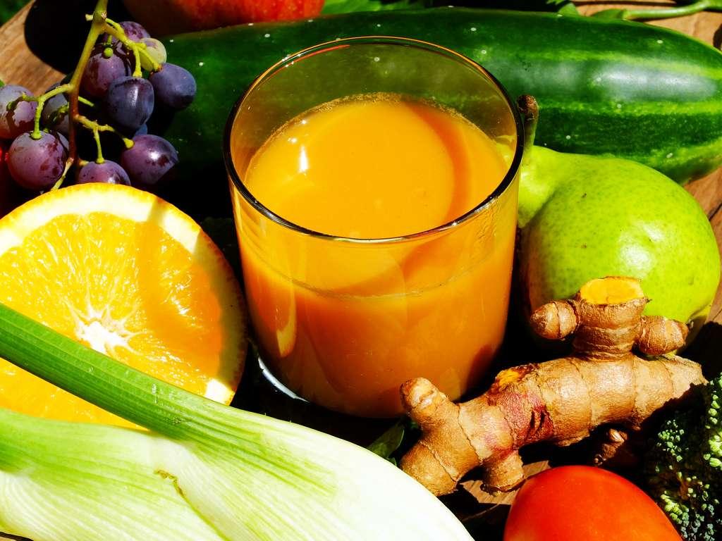 L'extracteur de jus permet d'associer fruits et légumes à l'envi en jouant sur le goût et les couleurs. © Claude Calcagno, Adobe Stock