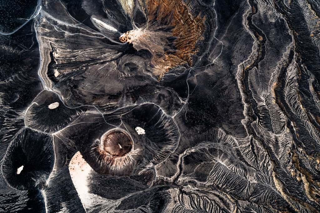 Vallée de la mort : vue aérienne de ses deux plus célèbres cratères