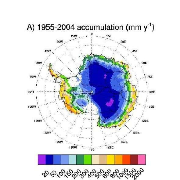 Moyenne annuelle de l'accumulation de neige sur l'Antarctique de 1955 à 2004. Lors d'une précédente étude, l'équipe avait montré qu'aucune augmentation des précipitations n'avait été enregistrée en Antarctique ces 50 dernières années. Crédits : Ohio State University
