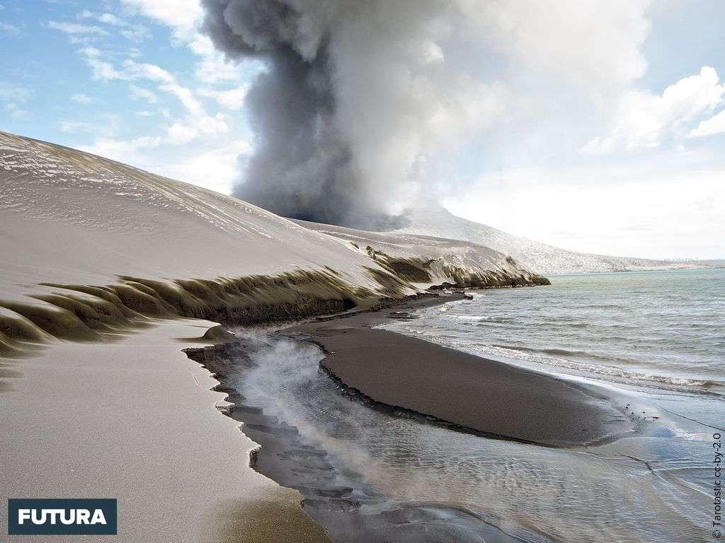 Dunes de cendres volcaniques du Tarvurvur Papouasie-Nouvelle-Guinée