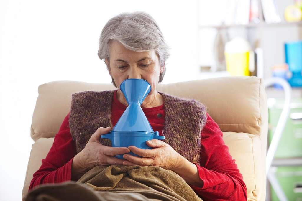 Une inhalation aux plantes pourra facilite la décongestion du nez. © RFBSIP, Fotolia