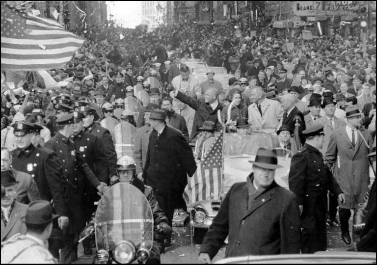 Après son retour sur Terre, le héros national John Glenn défile à New York lors d'une parade célébrant son exploit. © Nasa