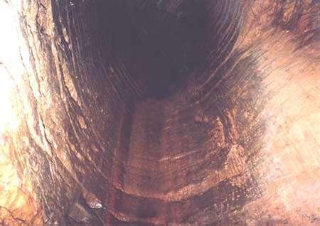 La dissipation de certaines énergies entraîne la formation de gouffres dans la roche. © DR