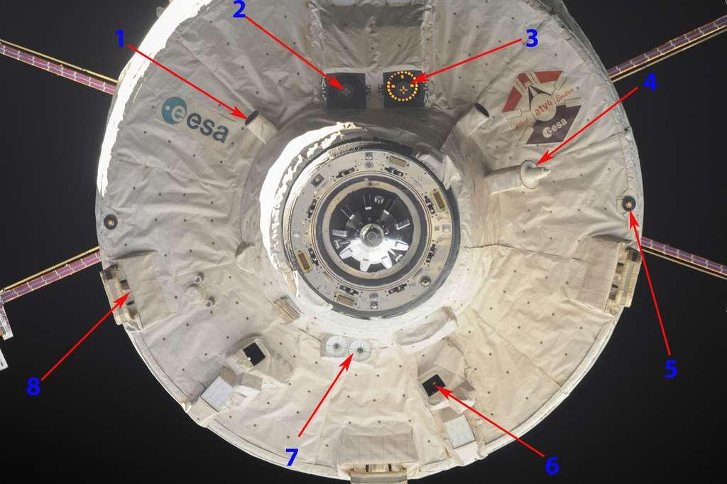 Le mécanisme d'amarrage de l'ATV et les capteurs dont il a besoin pour s'amarrer de façon autonome à la Station spatiale. À l'image, l'ATV-4 Albert Einstein lors de son désamarrage de l'ISS. © Esa, Nasa