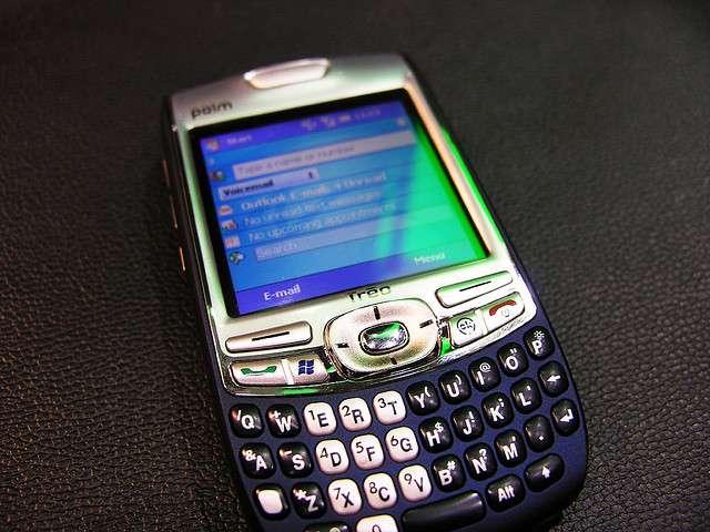 Le Palm Treo 750 est une déclinaison sous Windows Mobile de la gamme de PDA populaire Treo mise en place en 2002, initialement réservée au système Palm OS de la marque. © Long Zheng CC