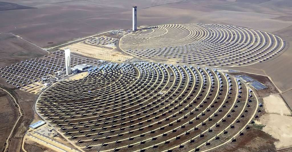 Andalousie : Centrale solaire thermodynamique. © Koza1983, Wikimedia commons, CC by 3.0