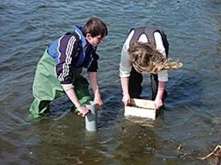 © Lycée Jenny Nyström, Kalmar, Suède: Chaque année, les élèves font des prélèvement pour évaluer la qualité de l'eau.