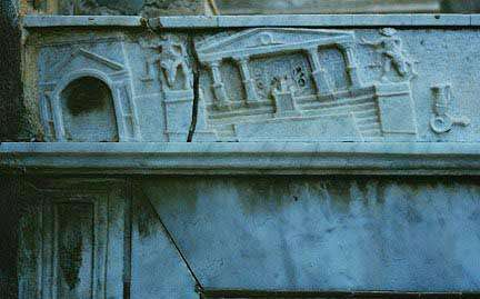 Effets d'un tremblement de terre sur le bas-relief d'une villa de Pompei, en 62 av JC