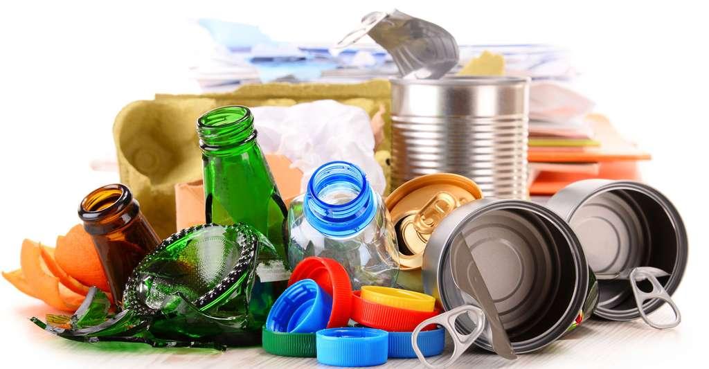 Déchets recyclables, verre, plastique, métal. © Monticellllo, Fotolia