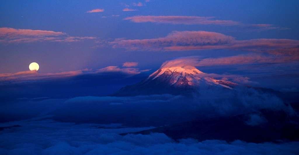 Vue du Chimborazo lors de l'ascension du volcan Altar. Wagnon, Patrick - ©IRD