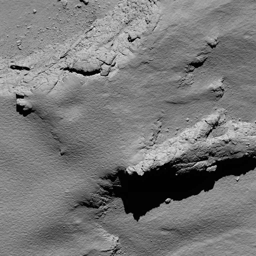 Une des dernières images prises par Rosetta avant son crash sur la comète Tchouri. © ESA, Rosetta, MPS for OSIRIS Team MPS, UPD, LAM, IAA, SSO, INTA, UPM, DASP, IDA