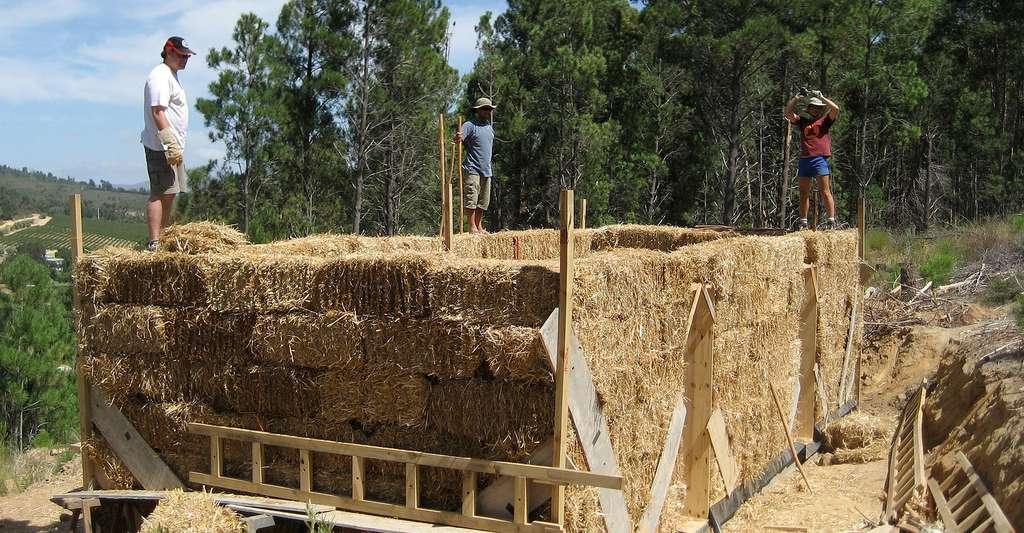 Construction d'une maison en paille. © Philipp, CC by-nc 2.0